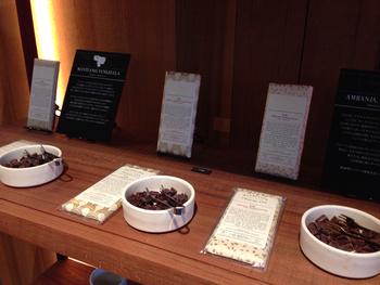 お店では試食もできます。 気に入ったチョコレートをお土産に。