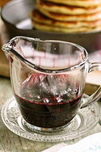 ブルーベリーをソースにしておけば、ヨーグルトにかけて食べたり、いろいろな料理に活躍してくれそうですね。