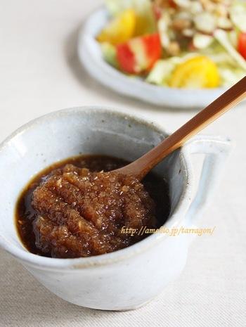 サラダだけでなく、お肉やお魚にも使える万能ドレッシングは作っておくととっても便利な万能ドレッシングです。特にお肉などは、漬け込んで焼くと身が柔らかくなりますよ。