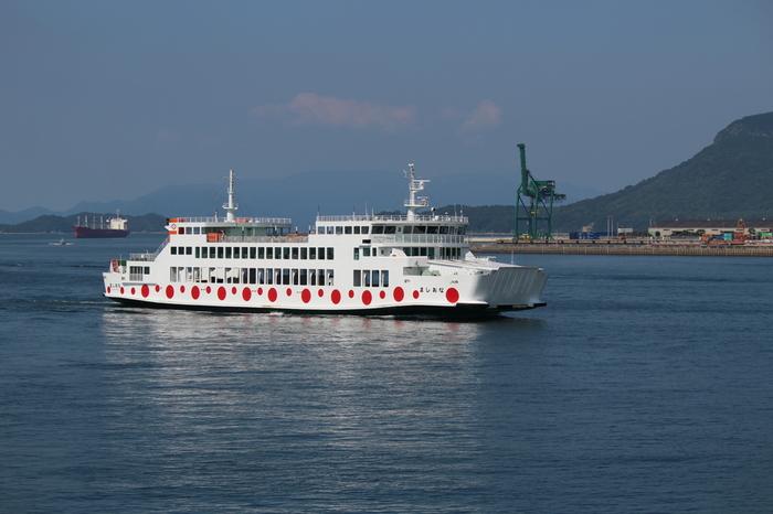 宇野港から直島へはフェリーで20分ほど行けば、海の駅なおしまに到着。