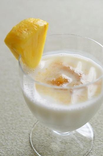 パイナップルとヨーグルトのフローズン感覚の夏におすすめモクテル。でも、涼しい季節だって、南国スイーツのような美味しくて冷たいモスクル飲みたくなっちゃいます♡