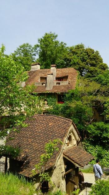 「ぬくもりの森」は、静岡県浜松市にある、ショップやレストラン、ミュージアムなどが集まる空間。中世ヨーロッパの小さな村をイメージし、まさに非日常のおとぎの国に迷い込んだような素敵な場所です。