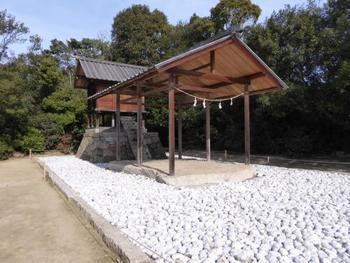 「護王神社」(Appropriate Proportion)  杉本博司さんが護王神社の改築にあわせて設計。