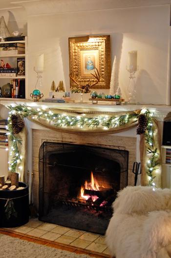 リラックスできるチェアと暖炉のある部屋。 こんな空間でひとり静かに読書や編み物…なんて贅沢なのでしょう!