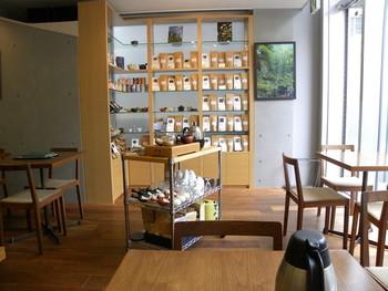 表参道にあるこちらは、お茶との「一期一会」がコンセプトの和カフェ。20~30種類の日本茶を味わえます。カートにのった茶器で、目の前で丁寧に淹れてくれるお茶は格別。日本茶のセミナーも開催していますので、HPでチェックしてみて♪