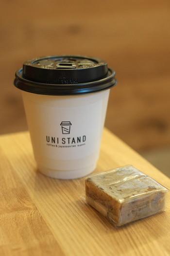 このビジュアル、コーヒーとブラウニーみたいですが、お茶と「芋きんつば」です。相性抜群ですので、ご一緒に是非♪