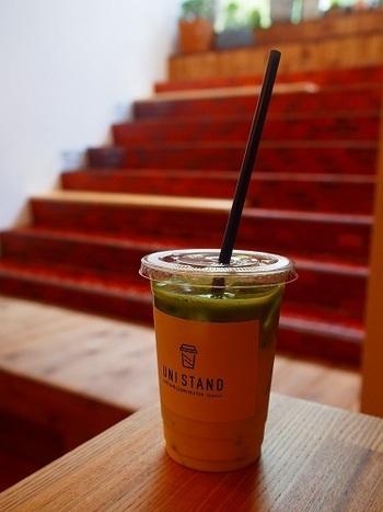 吉祥寺、井の頭公園のそばにある、コーヒーと日本茶のコーヒースタンドです。店内のカウンターか、テイクアウトで日本茶を味わえます。