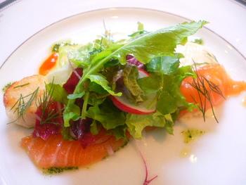 アフタヌーン・コース(ランチ)は二部制で行っており、気軽に素敵なお料理を堪能できます。
