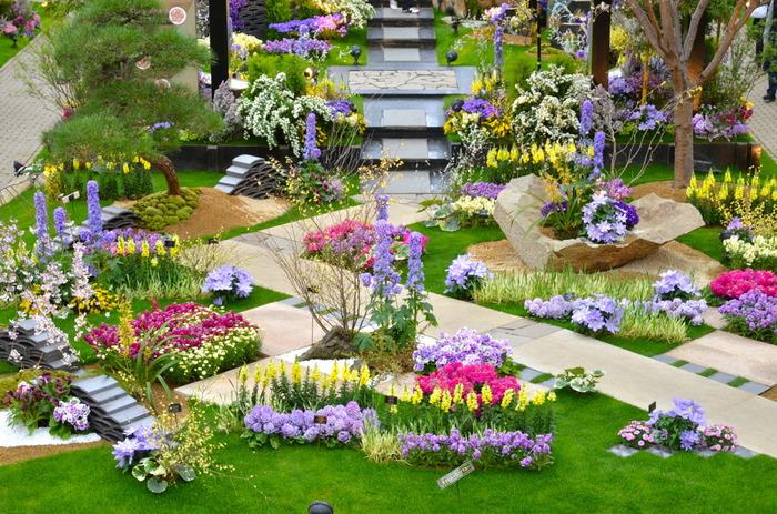 春に開催された「花見の庭」の展示風景。 季節に合わせたテーマで様々なお花が溢れるこちらの素晴らしい庭園は、一見の価値あり。 ぜひ、足を運んでいただきたいものです。