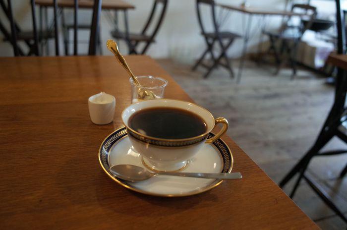 ドリップコーヒーは全て本格的な深煎りです。 上質な苦みの中のほなかな甘みを追求した大人の嗜好品 といったコーヒーの味わいを楽しめる一杯です。