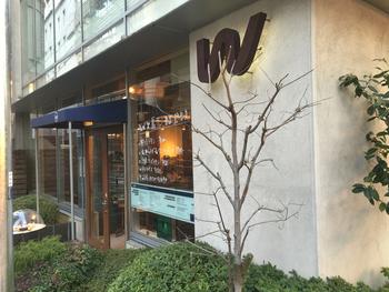 心斎橋の一角に大きな店舗を構えるWカフェ。コーヒーだけなくランチもあります。 また結婚式の2次会や誕生日パーティーなど団体での貸し切りも可能で最大120名までと幅広く使う事が出来ます。