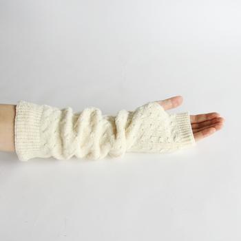 意外と見落とされがちですが、手首も冷え対策には重要な部分です。 妊活のときには手首を温めることで子宮を強化し、足首を温めることで卵巣を強化するのだとか。