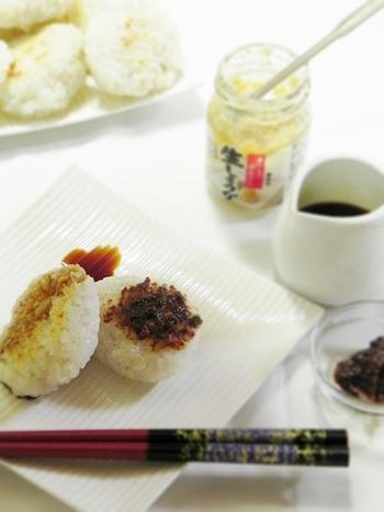生姜味噌や生姜醤油をのっけて召し上がれ。  同じく里芋を使ういももちでも、千葉県いずみ地区に伝わるいももちは里芋とうるち米で作ります。こんがり焼いて、おろし醤油やさとう醤油でいただくのだそう。地方によって、特徴が違うんですね。