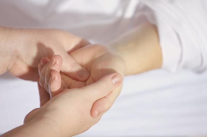 冷え症の改善にはマッサージがおすすめです。 全身のマッサージはプロの手にお願いするのが一番ですが、普段用としてセルフマッサージを覚えておくと重宝します。