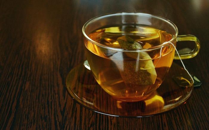 発酵したお茶の代表格は、紅茶とウーロン茶、杜仲茶、プーアル茶。  ただ、この他にもルイボスティー、ヨモギ茶、三年番茶、ローズマリー茶、たんぽぽ茶、ドクダミ茶、ビワ茶など、色々なお茶があります。