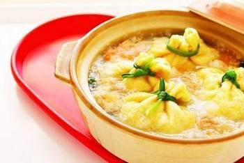 寒い季節に食べたくなるお鍋。巾着にも、いももちをイン♪好きな物なんでも入れちゃいましょう! 明太子の風味でピリリと。女子の好きなレシピですよね。