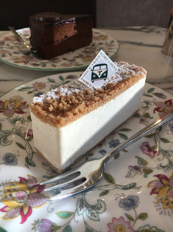 サブレとチーズの相性抜群のケーキは、ホールで家族で食べたくなります。