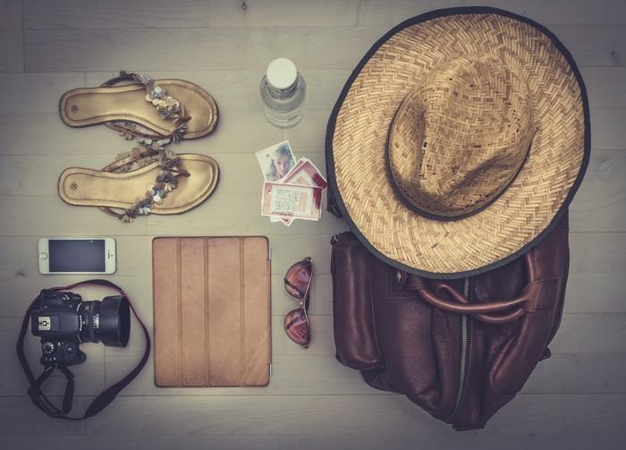 いろんなものを一緒にパッキングするバッグの中の匂い対策には、乾燥機用柔軟シートを入れておくといいですよ♪