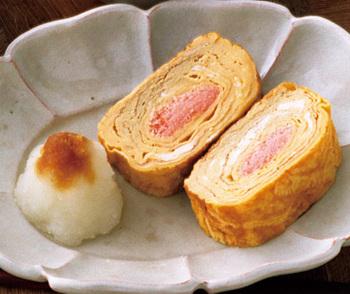 中に明太子としそを巻き込んだ、おつまみにもぴったりなだし巻き卵。すぐに食べないときは、明太子にしっかりと火を通すようにしてくださいね。