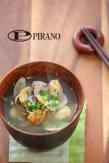野菜やお肉、お魚などさまざまな具材が楽しめる味噌汁。中でも貝は美味しい出汁がとれておすすめです。あさりを酒蒸しにするのがポイント!