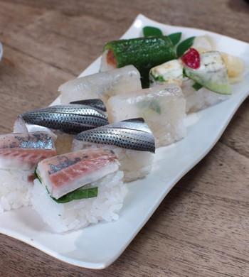 いかがでしたか? 押し寿司ならだれでも簡単に作ることができます。さらに、アレンジ次第ではおもてなしやちょっとしたお祝いにもおすすめ。押し寿司で普段の食卓をもっと彩ってみませんか?
