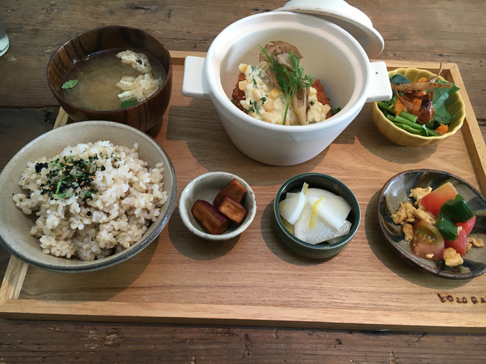 お料理もしっかり食べられる地元の食材を使った健康的なランチや、スイーツなど、オシャレなだけでなく美味しくいただけます。