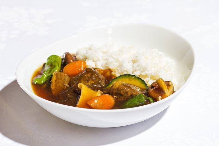 ミエレというのはイタリア語ではちみつのこと。ですのでお料理にはふんだんにはちみつが使用されています。こちらは淡路牛を中華風の出汁で煮込んだ角煮仕立てのカレー「淡路牛バラはちみつカレー」。カレーの辛さにはちみつの甘みがベストマッチ!