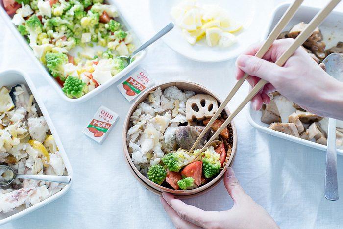 お昼ご飯が楽しみになる、色鮮やかな曲げわっぱ弁当をご紹介します。