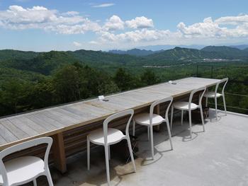 天気の良い日はテラス席がおすすめです。 遮るものが何もなく、まさに天空そのもの。 時間を忘れていつまでも見ていたい絶景です。