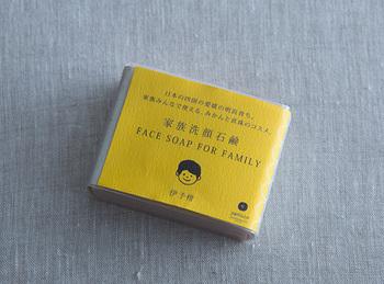 パッケージもかわいらしいデザインで小さなお子様でも喜んで使えそうな石鹸です。伊予柑、はちみつ、ゆずなど日本人になじんだ素材が世代をこえて愛される理由の一つかと思います。