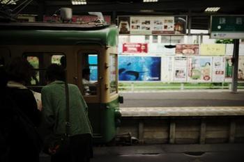由比ヶ浜通りとは、鎌倉駅西口からおなり商店街を抜けたところから始まる通りで、江ノ電で言うと和田塚⇒由比ヶ浜⇒長谷までをゆったり歩く通りになっています。