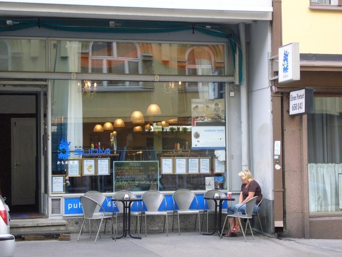 """小林聡美さんやもたいまさこさんらが出演している映画""""かもめ食堂""""でもおなじみの""""北欧""""。 """"かもめ食堂""""では日本の食堂メニューが並びおいしそうでしたが、それと同じくらいスウェーデン料理もとてもおいしそうなものばかりなので、レシピを参考にしてぜひ作ってみて下さいね!"""