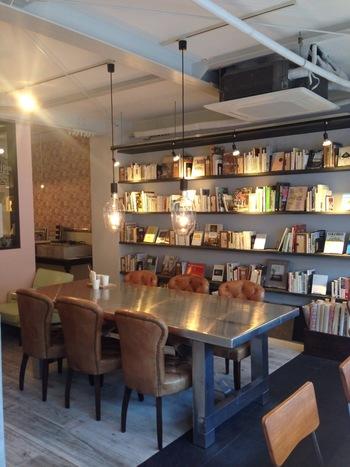 カフェの中には本があったり、メニューも豊富でおひとりさまでも気兼ねなくまったりすることができる貴重なカフェなんです。