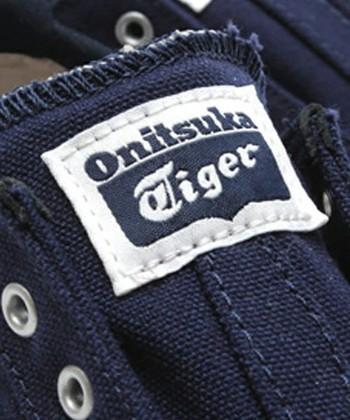 オニツカタイガーのタイガーマークは、第1号のバスケットボール用スニーカー製造時に、当時の工場長が遊び心で靴の裏に入れたマークを創始者が気に入ったため、トレードマークとなったそうです。