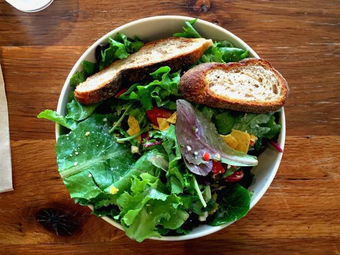 生野菜をたっぷり食べて、朝から酵素をたっぷりと摂りましょう。酵素を朝にためておくことで、健康的な身体とすこやかなお肌に。