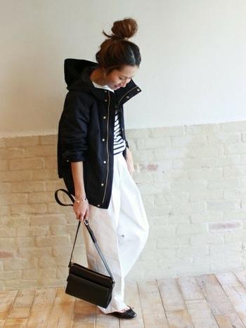 同じくモノトーンコーデもボーダーシャツと黒のバレエシューズでこんなに爽やかに。バッグやアウターは上質なものを揃えて、大人の女性らしいシックな春コーデにも挑戦してみて。