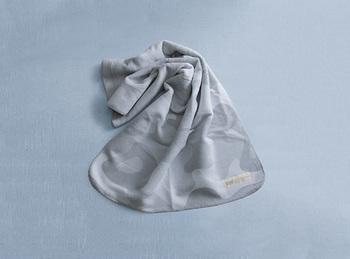 国産のオーガニックコットン100%なので、その心地良さに赤ちゃんも毛布に包まれてぐっすり眠ってくれますよ。ベビーカー用にもぴったりのサイズ感が嬉しいですよね。
