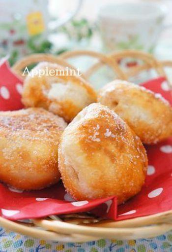 生地にはレモン果汁を加えて爽やかさをプラス。ドーナツの中にはクリームがたっぷり!ミスドのエンゼルクリーム風なドーナツ、是非お試しあれ♪