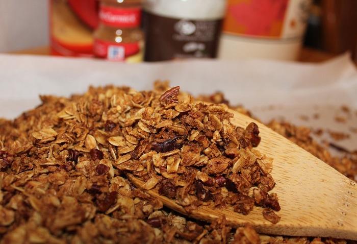 朝の定番に♡フライパンひとつで作るグラノーラレシピ&アレンジ