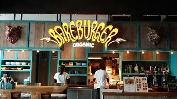 北米を中心に展開されているオーガニックハンバーガーショップです。 オーガニックビーフや、旬の食材など素材選びにこだわって作られたハンバーガーは、「体にやさしく安心で安全な美味しいグルメバーガー」です。