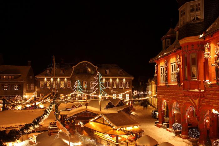 12月になると、突如街中に表れるクリスマスマーケット。ドレスデンやニュルンベルクのクリスマスマーケットが有名で、観光客だけでなく地元の人たちも、この時期を楽しみにしています。