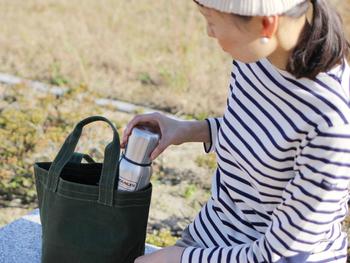 今まで使っていたドリンク代をつもり貯金して、代わりにお気に入りの水筒と一緒にお出かけしてみませんか? マイボトルを持ち歩くだけでも、ドリンク代の節約になりますね。
