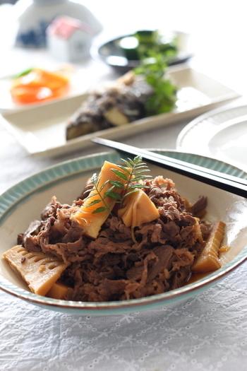 甘辛い味付けでご飯が進む、牛肉入りのたけのこのしぐれ煮。調理をする上でのポイントは、牛肉を下茹ですること。ひと手間加えることで上品な味わいに仕上がります。