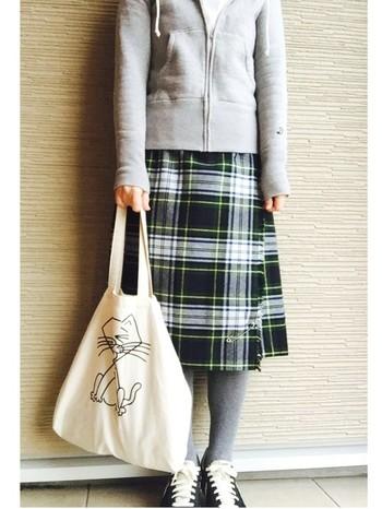 +キルトスカート。 ナチュラルなコーディネートが好きな方にオススメのコーディネート。ドレステリアのパーカーはどんなスカート丈にも相性バッチリ。