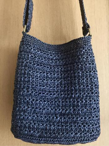 柔らかな編み地が風合よく、春夏のファッションによく合いそう。