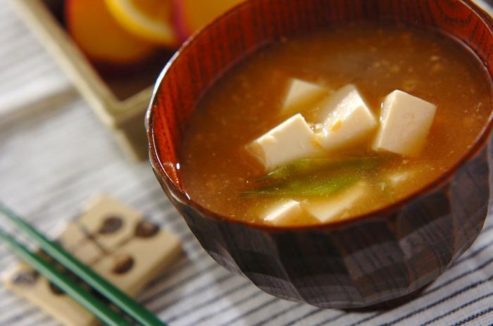 お味噌汁など、作り置きできるものを前日に仕込んでおけば、朝は温めるだけ。温めているあいだに簡単な1品を作ることもできて効率的!
