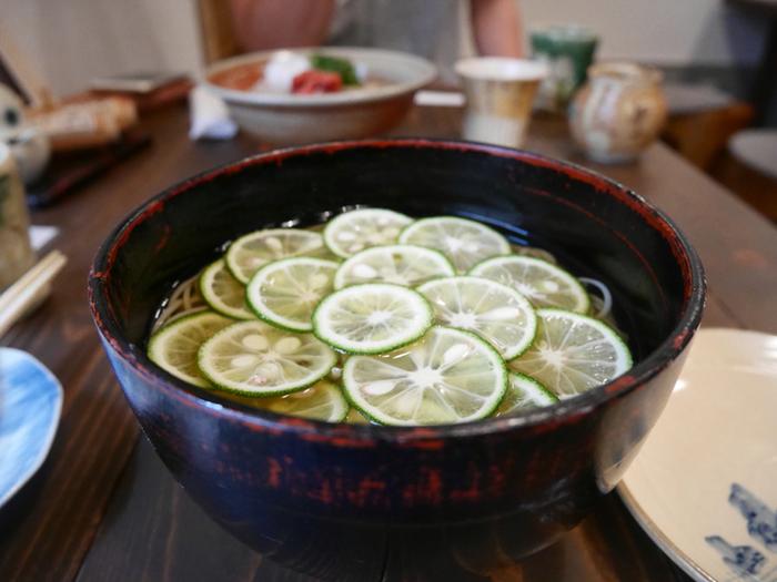 他にも土山人のすだち蕎麦も人気です。お腹も満たして日帰り温泉を楽しんでくださいね♪