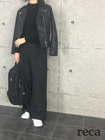 いかがでしたか?パンツともスカートも相性が良いライダースジャケット。色・素材・丈など、様々なデザインのバリエーションがありますので、ぜひお気に入りの一着を見つけてみてコーディネートに取り入れて下さいね。