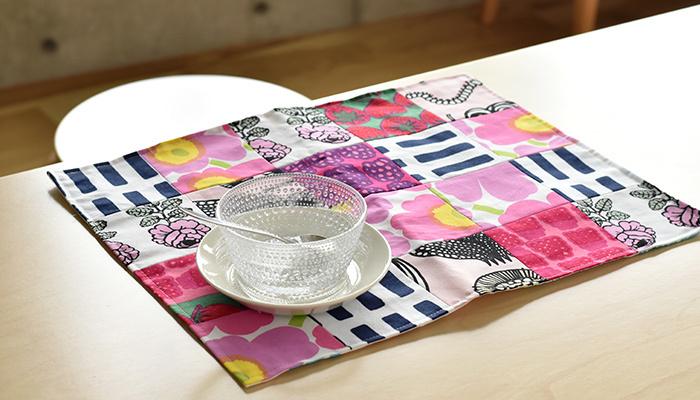 ほかにも、ハンドメイドでランチョンマットやテーブルクロスを作ってみるのも楽しそうですね。はぎれの布を使ってこんなパッチワークのランチョンマットをちくちく縫うのもおすすめです。