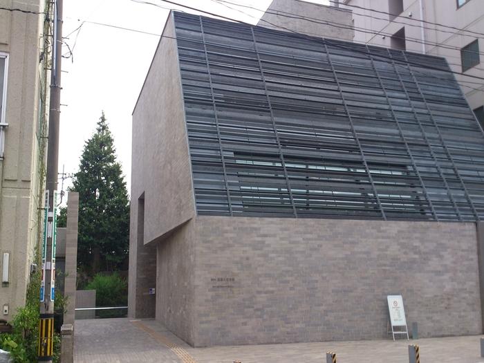 千駄木駅からほど近い森鴎外記念館。こちらの記念館は森鴎外の旧居「観潮楼(かんちょうろう)」跡に建てられました。